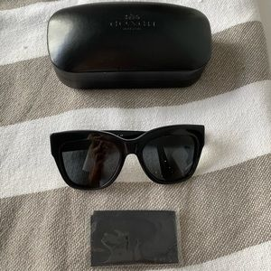 Coach Square HC 8213 500287 black sunglasses